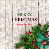 рождество веселое Рождественская открытка с спрусом снега разветвляет с красными ягодами, украшениями рождества на деревянной пре Стоковое Изображение