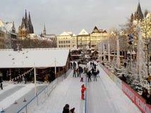 Рождество в снежном Кёльне, Германии Рождественские ярмарки стоковые изображения rf