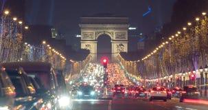 Рождество в timelapse Парижа с сигналом аварии видеоматериал