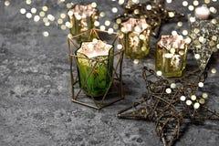 Рождество играет главные роли света горящих свечей украшения золотые Стоковое Изображение RF