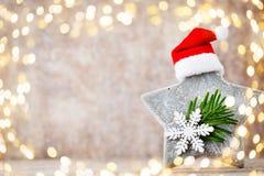 Рождество играет главные роли украшение с шляпой santa Предпосылка годов сбора винограда Стоковое Фото