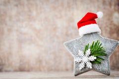 Рождество играет главные роли украшение с шляпой santa Предпосылка годов сбора винограда Стоковое Изображение