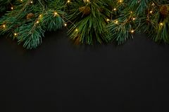 Рождество Игрушки Xmas и елевая ветвь на черном взгляд сверху предпосылки Космос для текста Стоковые Фотографии RF