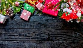 Рождество и Новый Год с деревянной предпосылкой стоковая фотография rf