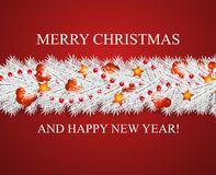 Рождество и счастливые гирлянда Нового Года и граница реалистических смотря белых ветвей рождественской елки украшенных с ягодами Иллюстрация штока