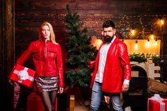 рождество моя версия вектора вала портфолио После покупок рождества Мода костюма человека рождества Сексуальная красивая белокура стоковые изображения