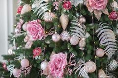 рождество моя версия вектора вала портфолио Рождественская елка с игрушками Нового Года Загоренный на рождественской елке стоковые изображения rf