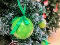 рождество моя версия вектора вала портфолио Украшенный с красочными шариками рождества стоковое изображение rf