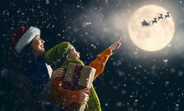 рождество наслаждаясь семьей стоковое изображение