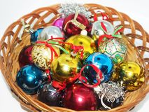 Рождество орнаментирует готовое для того чтобы повиснуть на рождественской елке стоковое фото