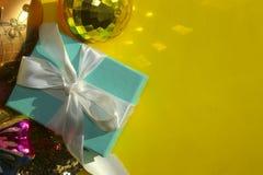 Рождество, праздники и концепция Нового Года Студия снятая украшений рождества стоковое фото rf