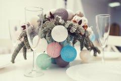 Рождество, праздники и концепция сервировки стола стоковое изображение rf