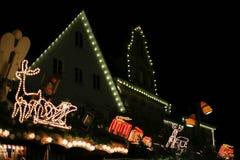 рождество привело звезды неоновых свет и деревья xmas в историческом cit стоковое изображение rf