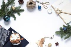 Рождество, рамка Нового Года белая Положение зимнего отдыха плоское стоковая фотография rf