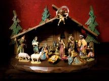 Рождество рождества красивой Баварии немецкое установило с Иисусом Христосом в королях и животных волхвов чабана Анджела семьи ко Стоковое Изображение