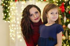 Рождество семьи Мать и дочь стоковые фото