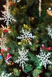 рождество украсило вал Игрушки и снежинки шнурка Новый Год Стоковое фото RF