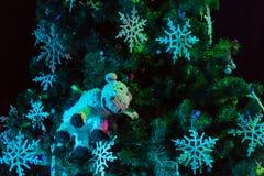 рождество украсило вал Игрушки и снежинки шнурка Новый Год Стоковое Фото