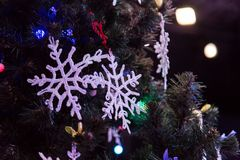 рождество украсило вал Игрушки и снежинки шнурка Новый Год Стоковая Фотография RF