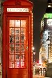 Рождество украсило классический быка телефона в Вестминстере, Лондоне Стоковые Изображения RF