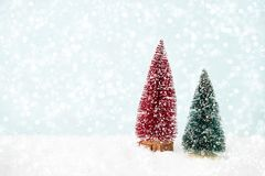 рождество украшает идеи украшения свежие домашние к приветствие рождества карточки Ель рождества, bokeh, снег Стоковые Изображения RF