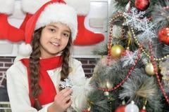 рождество украшая вал девушки Стоковое Изображение
