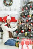 рождество украшая вал девушки Стоковые Фото