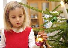 рождество украшая вал девушки Стоковое Изображение RF