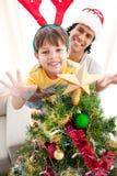 рождество украшая вал сынка отца Стоковое фото RF