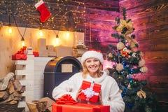 Рождество улыбки женщины рождество моя версия вектора вала портфолио Подготовка рождества красивейшая сь женщина Усмехаясь девушк стоковая фотография