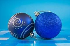 рождество 2 baubles стоковое изображение