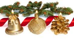Рождество Candels Lit золотистое с красной тесемкой Стоковое Изображение
