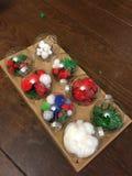 Рождество diy для детей, позволяет веселый дереву дома стоковое фото rf