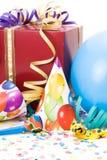 рожочки шлемов подарка confettis party свистки Стоковая Фотография
