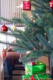 Рожденственская ночь в кафе (вертикальном) Стоковые Изображения