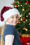 Рожденственская ночь - усмехаться девушки Стоковое Изображение
