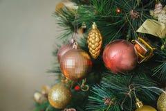 рождественская елка ветви шариков Стоковые Изображения