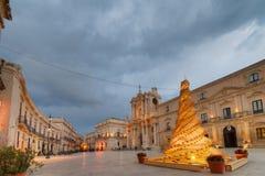 Рождественская елка в главной площади в Сиракузе Стоковая Фотография RF