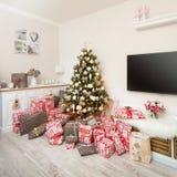 Рождественская елка в живущей комнате стоковые изображения rf