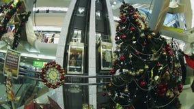 Рождественская елка в моле сток-видео