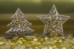 Рождественская елка и звезда золота сформировали держатели чая светлые Стоковое фото RF
