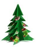Рождественская елка и подарки на рождество и игрушки изолированные на белой предпосылке Стоковое фото RF