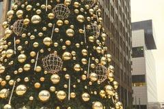 Рождественская елка на бизнес-центре предпосылки Стоковая Фотография RF