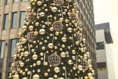 Рождественская елка на бизнес-центре предпосылки Стоковое Изображение
