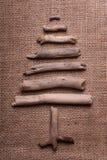 Рождественская елка на мешковине Стоковые Изображения