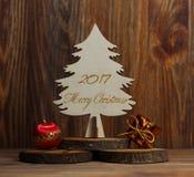 Рождественская елка на stub на деревянной предпосылке Стоковые Изображения RF