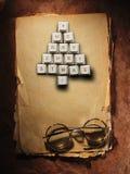 Рождественская елка сделанная из ключей компьютера и стекел, старой бумажной предпосылки Стоковые Фотографии RF