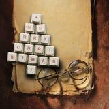 Рождественская елка сделанная из ключей компьютера и стекел, старой бумажной предпосылки Стоковые Изображения