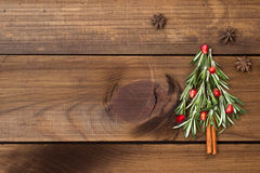 Рождественская елка сделанная из розмаринового масла и гранатового дерева Стоковое Фото