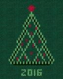 Рождественская елка с красными стилизованными звездой и шариками Стоковые Фото